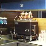 А это специальная турецкая чаеделательная машина. Встречается в природе только в Турции) Внизу - бойлер, вверху - заварочные чайники.