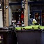 Контейнеры для мусора находятся на как у нас, во дворе, а прямо так, на основной улице. Видимо, их легче забирать...)