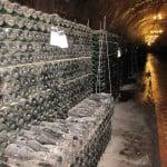 Много тыщ бутылок - стоит в коридоре